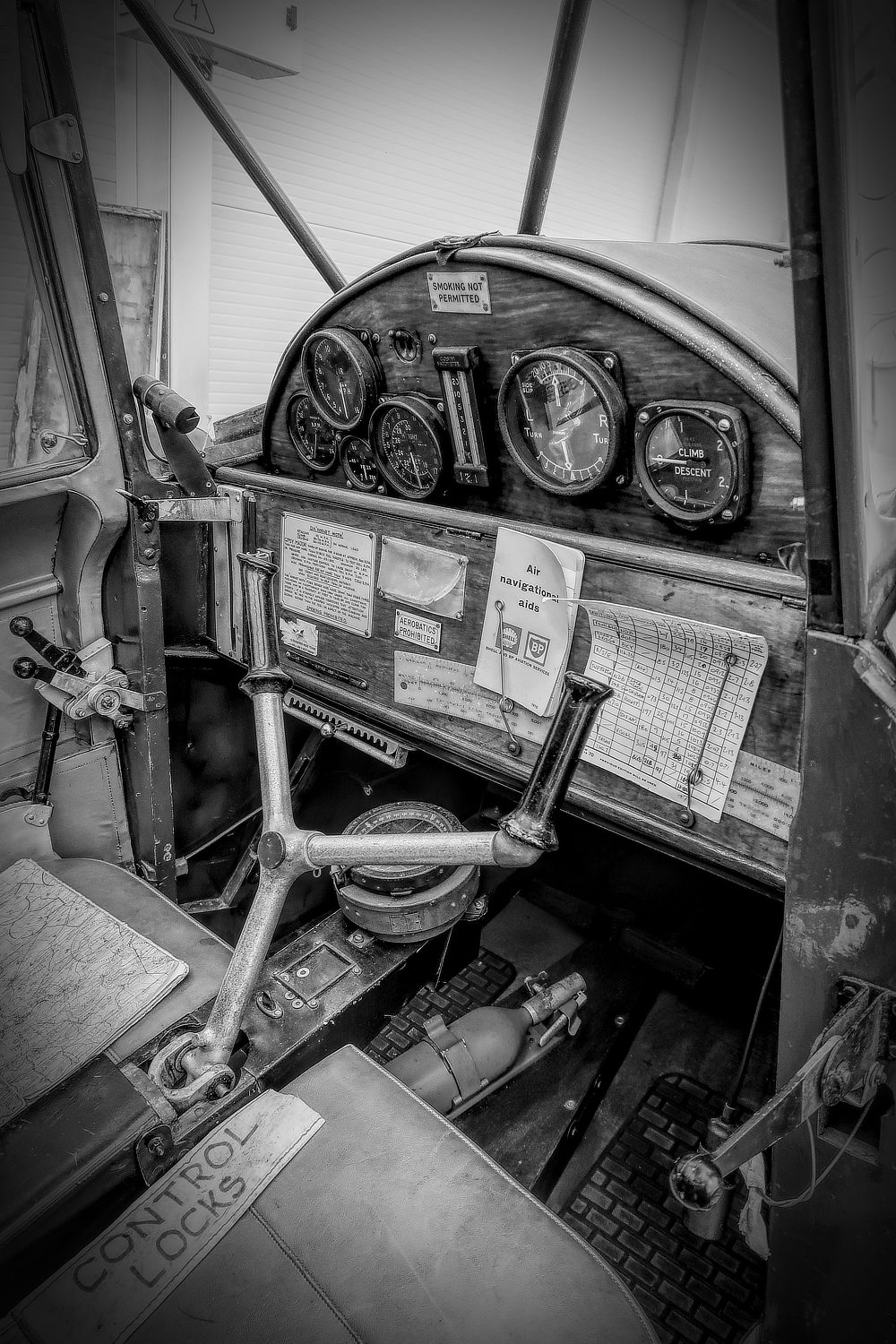 De Havilland Hornet Moth cockpit