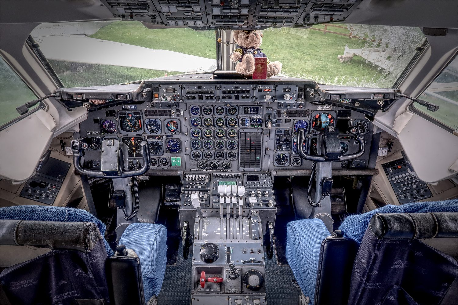 Hawker Siddeley HS 146 flight deck photo