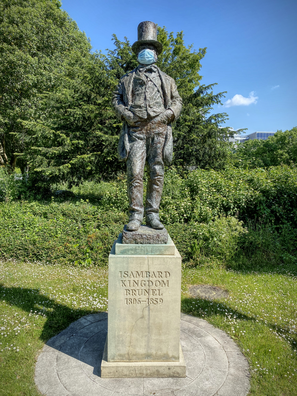 Statue of Isambard Kingdom Brunel wearing a surgical mask.